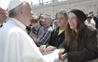 Papež Frančišek povabil boginjo punka, naj nastopi v Vatikanu