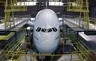 Airbus A380 in največja vzdrževalna operacija v dveh minutah (video)