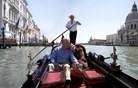 Turistov s hrupnimi kovčki v Benetkah ne bodo oglobili