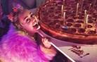 Rojstni dan Miley Cyrus: pica in Schwarzenegger (foto)