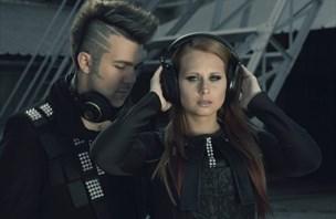 Mož in žena presenečata kot glasbeni duet (video)
