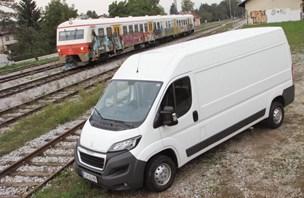 Peugeot boxer furgon 2,2 HDi: prostorno in dobro izkoriščeno
