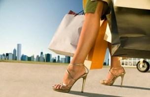 Moški raje pomagajo ženskam v visokih petah