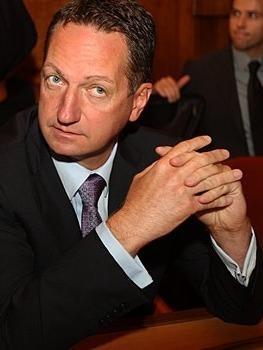 Zaradi predvolilne kampanje toži Popoviča za 15 tisoč evrov