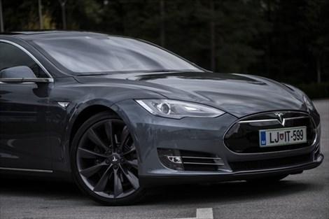"""""""Tesla je od avtomobila drugačna toliko kot računalnik od pisalnega stroja"""""""