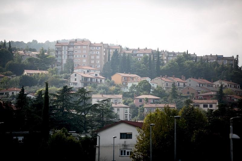 V Kopru (na sliki) in Celju so zabeležili največji padec cen rabljenih stanovanj med slovenskimi mesti.