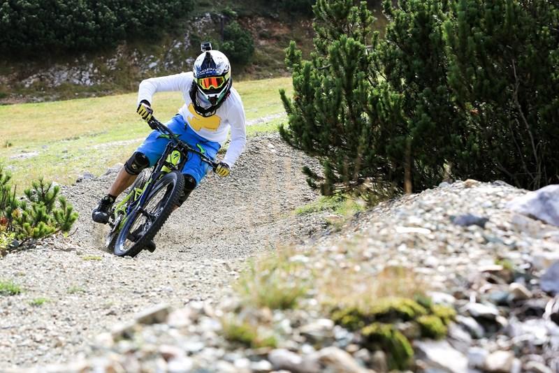 Gorenjec Primož Figaro Ravnik je tisti kolesar, o katerem te dni govori in piše pol sveta. S kolesom se je namreč spustil po strmem, 60 metrov visokem jezu.