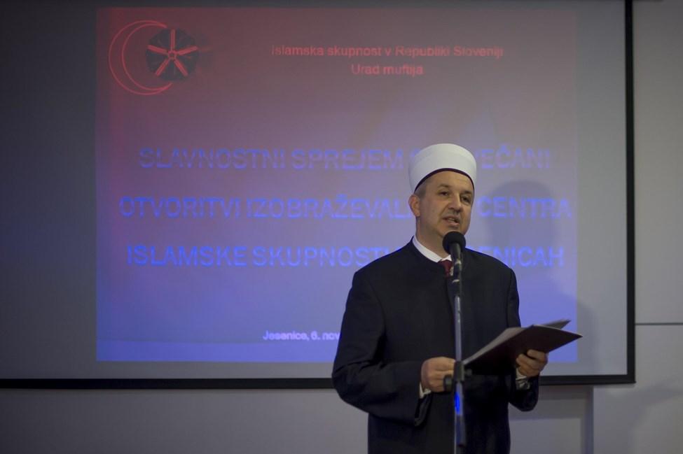 Grabus Он также подчеркнул хорошие межконфессиональных отношений и тот факт, что многие мусульмане в Есенице, где он построил взаимного доверия, внести свой вклад в развитие города, спорта и культуры.