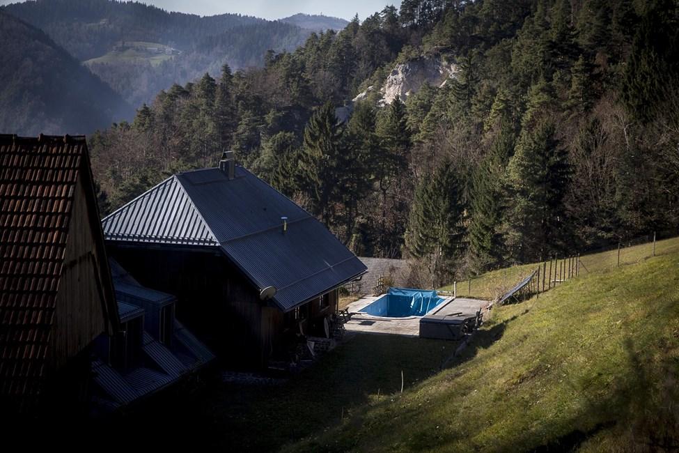 Dacarji zaradi milijonske terjatve nad Jakličevo kmetijo  Slovenija - Planet...