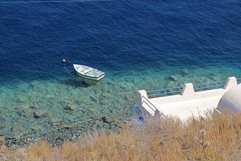 Ruske nakupe nepremičnin v Grčiji lahko enačimo z ruskimi nakupi na črnogorski obali. Ko so po nekaj letih ugotovili, da kljub ugodnim cenam nakup ni upravičil njihovih pričakovanj, te zdaj množično prodajajo.