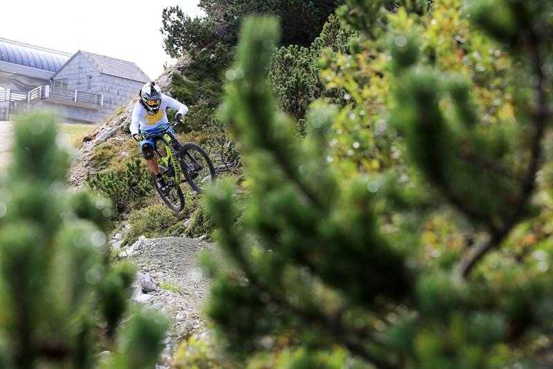 'Večina mojih misli v prostem času uhaja v gore ter okolja, kjer bi lahko preizkusil svoje spretnosti,' pravi Primož.