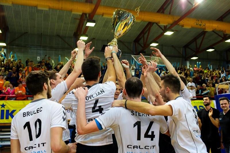 Odbojkarji Calcita Volleyballa so v velikem finalu porazili ACH Volley in poskrbeli za senzacijo.